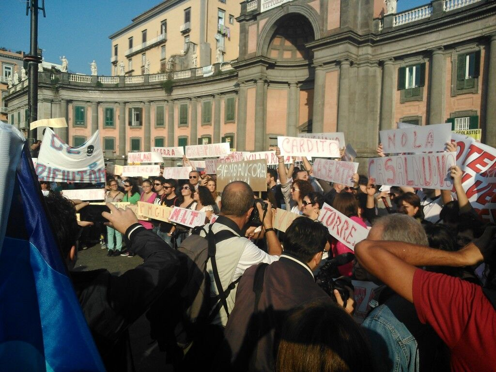 Terra dei fuochi, mobilitazione generale: 10mila in Piazza Plebiscito