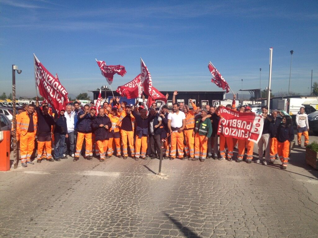 Protesta al Cantiere Nu di Giugliano. Stir a singhiozzo. Cumuli di rifiuti in tutta l'area nord
