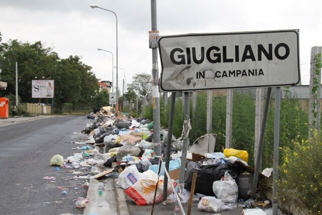 Ancora cumuli di spazzatura sversati illegalmente a Napoli Nord