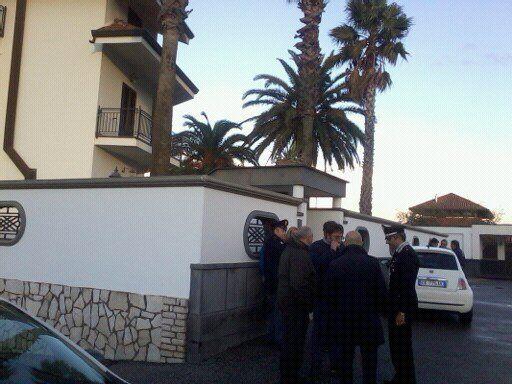 Villa Simeoli, sgombero eseguito. Blitz nel pomeriggio. Immobile sorvegliato h24