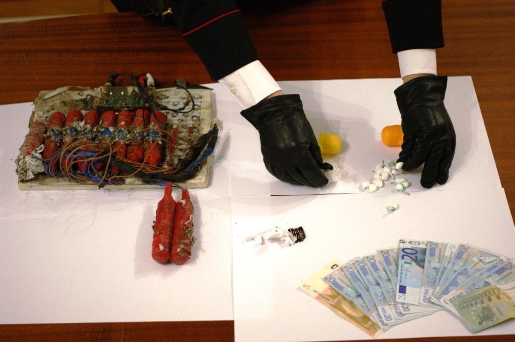 Cercano droga e trovano un pacco bomba: risolto il giallo a Lago Patria