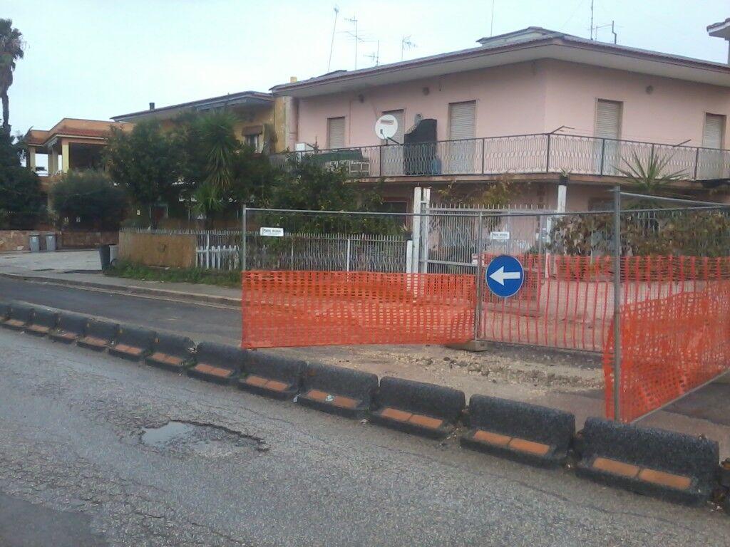 Ancora disagi per gli automobilisti: cede nuovamente la strada in via san Rocco