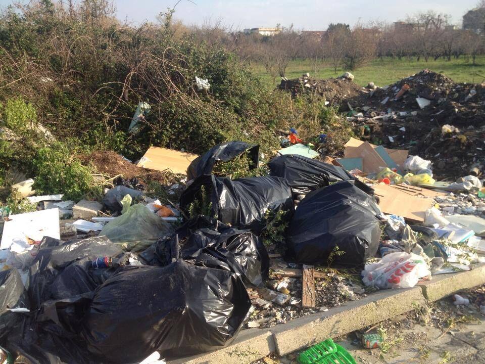 Mugnano, discarica in via Magellano: residenti chiedono pulizia e videosorveglianza