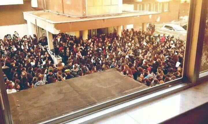 Aule sporche e fredde: protesta degli studenti del liceo Jommelli
