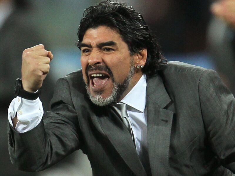 """Maradona, compleanno a veleno. Alle figlie: """"Senza di me non avreste nulla, ditemi le cose in faccia"""""""