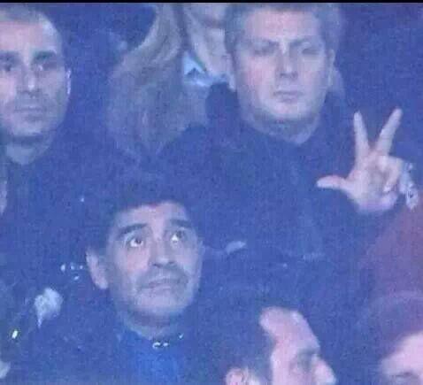 E poi impose il numero 3 con le dita e così fu, come raccontano le scritture. Napoli-Roma 3-0 nel segno di Maradona