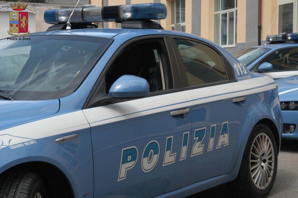 Sperona la polizia: arrestato 39enne di Giugliano. Aveva rubato in un negozio del Vomero