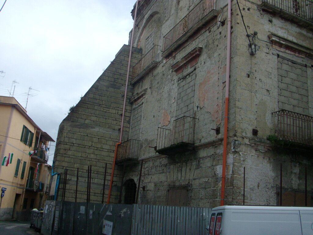 Palazzo Battagliese, la ditta smonta i ponteggi e lascia la città. Lavori fermi da due anni