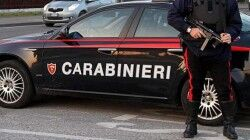 Non si ferma all'alt dei carabinieri: aveva una pistola e il kit da scassinatore