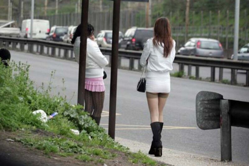 Arrestati due uomini che allontanavano le prostitute per far spazio alla propria conoscente