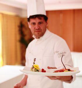 """""""In cucina con Ciro Salatiello"""", ieri la presentazione del libro dello chef del Napoli, nato e cresciuto a Calvizzano"""