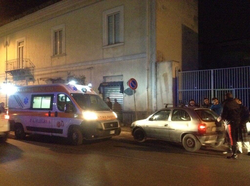 Villaricca, si schianta in auto contro marciapiede: uomo perde i sensi
