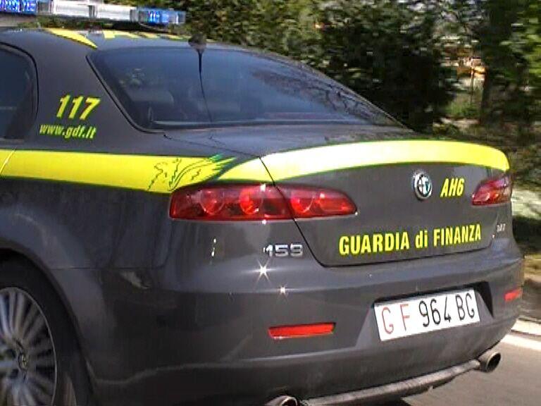 Arrestata una coppia di pusher a Castel Volturno e sequestrati oltre 100 grammi di cocaina purissima che nascondevano nelle mutande