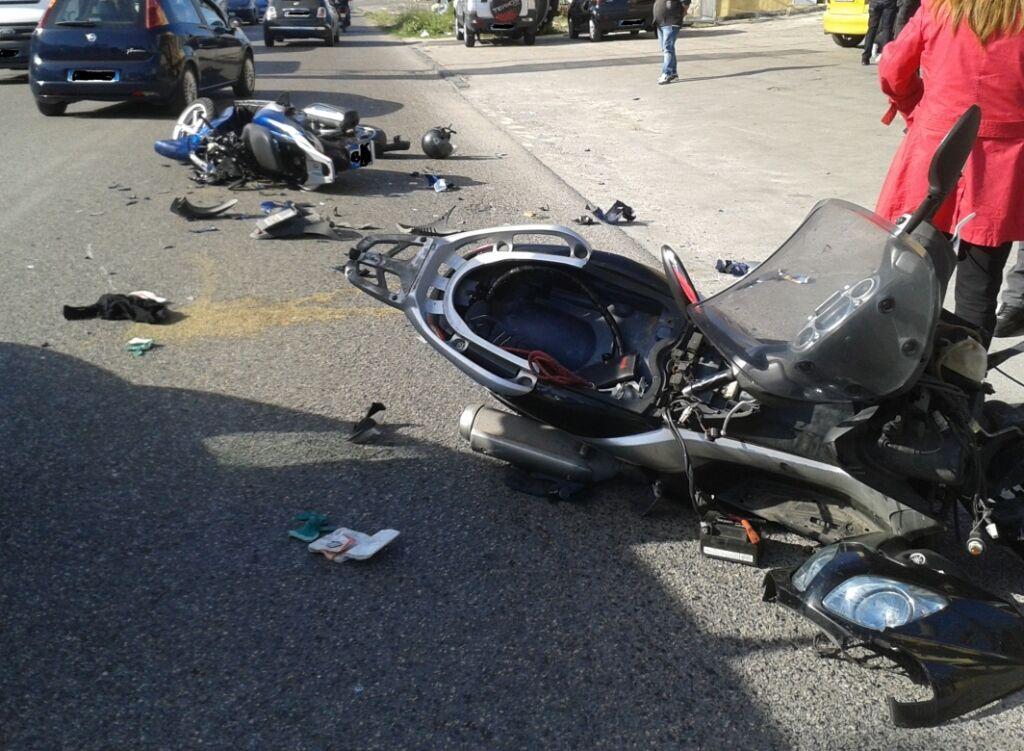 Sant'Antimo, scontro frontale tra moto. Ventenne in prognosi riservata