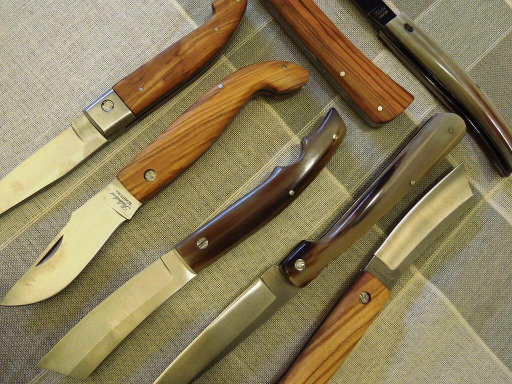 Spuntano i coltelli nella rissa tra anziani: tutta colpa di uno sfottò