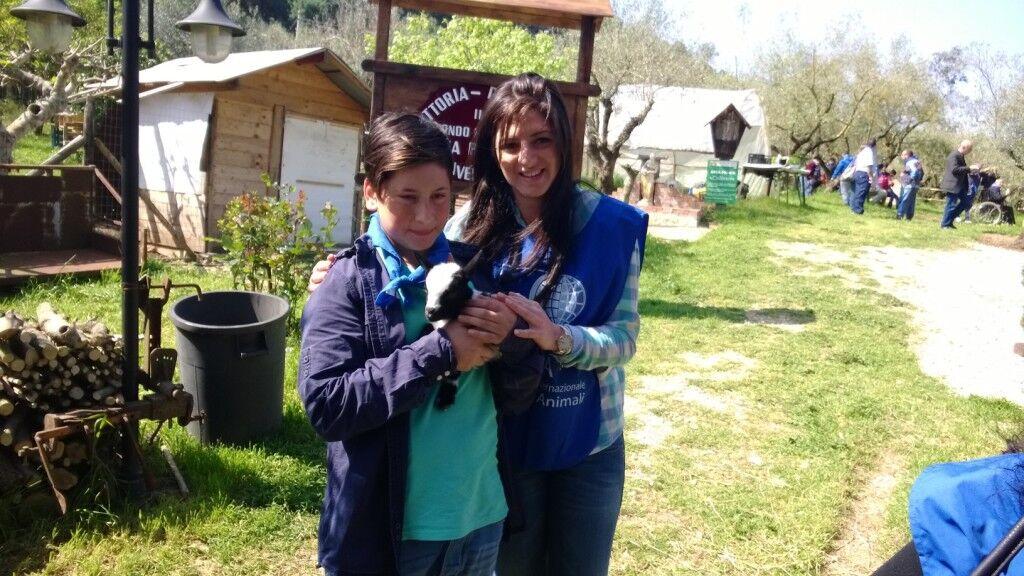 Visita guidata alla fattoria didattica con l'OIPA con i bambini meno fortunati