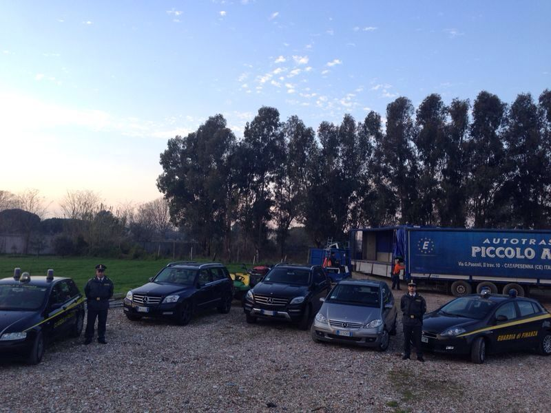 Arrestato un albanese: nascondeva le Ferrari tra i trattori