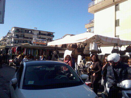 """Marano: """"Ostaggi nelle nostre abitazioni"""", la rivolta dei residenti nella zona del mercato pannino"""