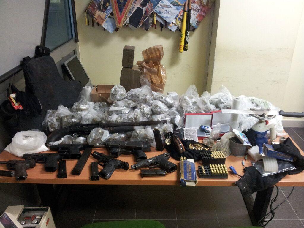 Melito: scoperto un arsenale nel Parco Monaco