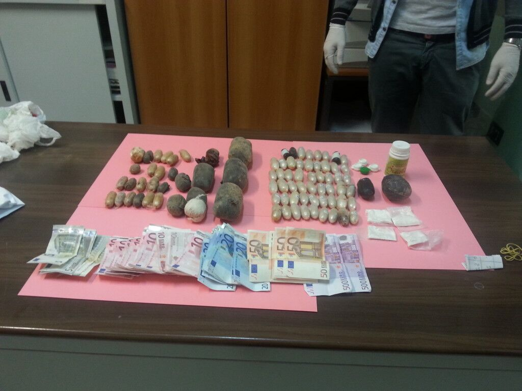 Nascondeva cocaina purissima nelle parti intime: scoperta dai finanzieri e arrestata