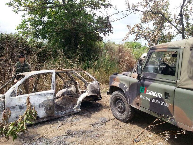 Scoperto cimitero di auto rubate e incendiate in zona Asi. Continua lo scandalo Terra dei Fuochi