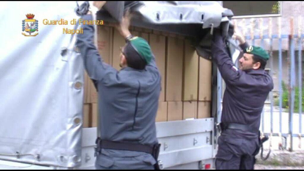 Rifornivano sigarette ai contrabbandieri di Giugliano. Guarda il video.