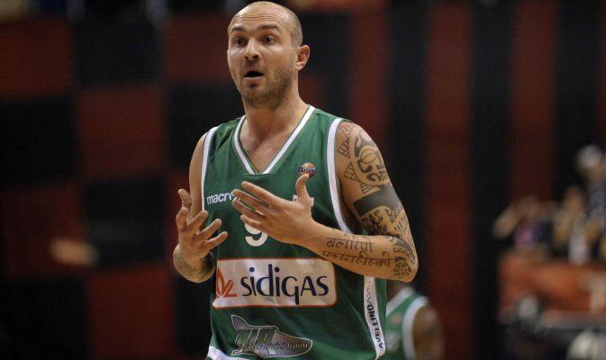 Napoli Basket- Torna Spinelli e negli occhi dei tifosi ritorna il magico 2006