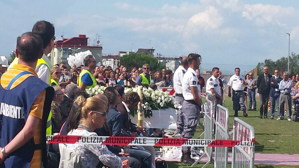 """Marano, in migliaia per l'ultimo saluto a Salvatore """"Un ragazzo morto da uomo"""" Foto"""