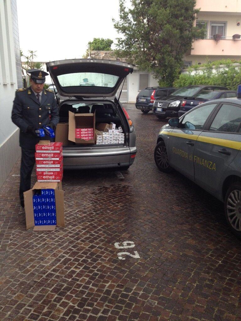 Due arresti per contrabbando, anche questa volta le sigarette erano cheap white