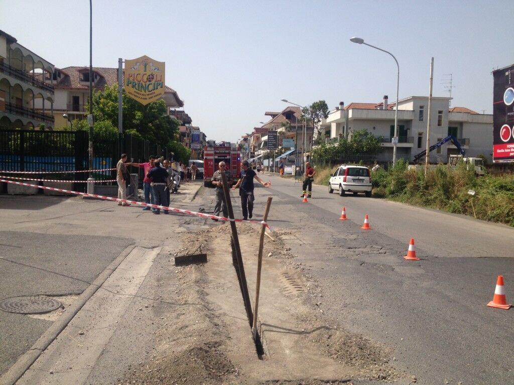 Traffico bloccato in Via Oasi Sacro cuore per una fuga di gas