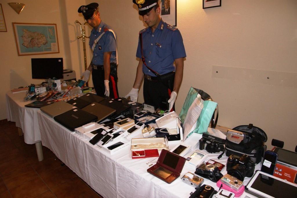 Arrestati 4 marocchini ad Ischia. Ripetute rapine di telefonini e tablet sull'isola