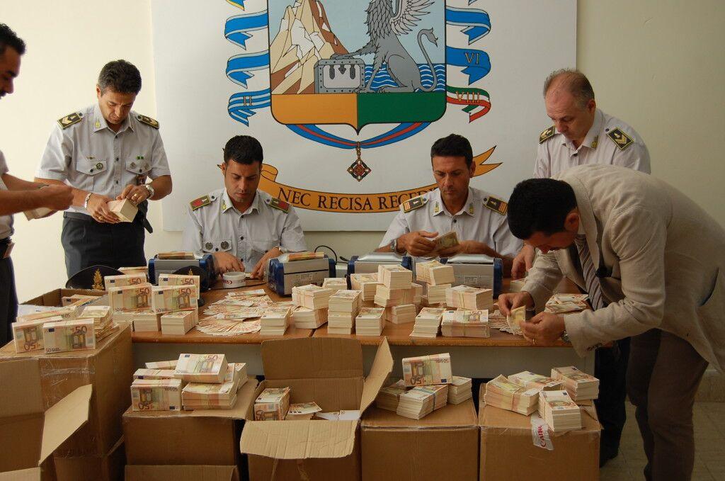 Sequestrati 17 milioni di euro falsi. La Campania regno di banconote taroccate. Giugliano tra le prime produttrici