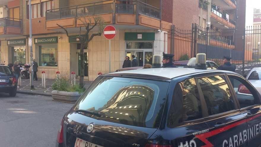Telefonate anonime al Banco di Napoli di Giugliano, è caos per allarme bomba