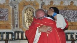 Ieri sera il saluto di don Giovanni Liccardo. Toccante il passaggio di testimone con il nuovo parroco, don Luigi Merluzzo
