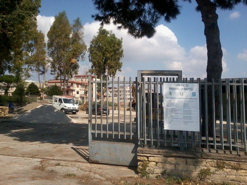Marano, in cinque si presentano nell'area confiscata alla camorra e intimano agli operai della ditta di sospendere i lavori