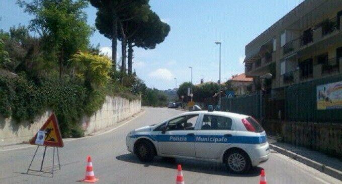 Incuria del manto stradale, alta velocità e e scarsa visibilità: proteste in via San Marco a Marano