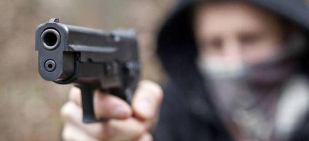 Volevano rapinare un poliziotto, ferito un 24enne di Giugliano