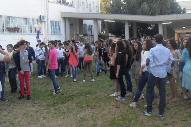 Crollo calcinacci alla scuola Socrate, oggi niente lezioni per gli studenti