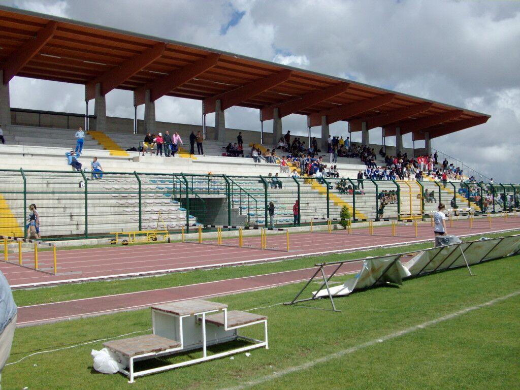 Lo stadio comunale di Marano resta al buio. L'Enel stacca la fornitura. Verifiche per individuare le utenze allacciate sull'impianto.