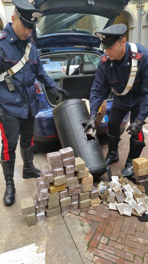 40kg di hashish nel serbatoio del GPL. Arrestati due insospettabili giuglianesi
