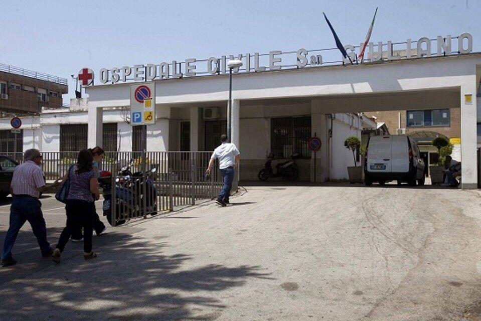 Rissa sfiorata al San Giuliano, madre e figlio urlano in faccia al medico del pronto soccorso
