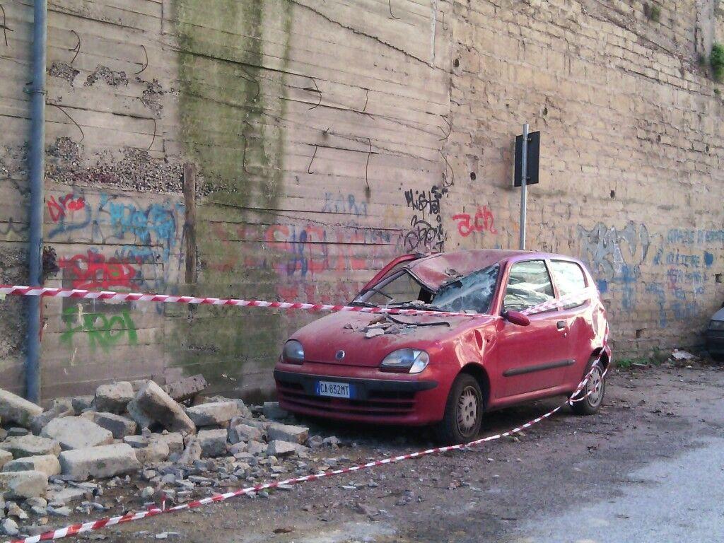 Marano, crolla parte del muro perimetrale di via Vallesana. Incidente o cedimento strutturale?