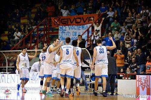 Sconfitta per l'Azzurro Napoli Basket. Calvani tradito dai tiri liberi