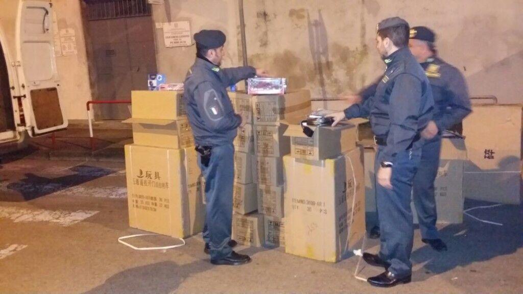 """Sequestrati 1.800 giocattoli cinesi con falsi marchi """"CE"""""""