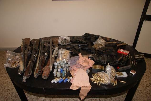 Armi da guerra e munizioni in casa: arrestato 42enne. Video