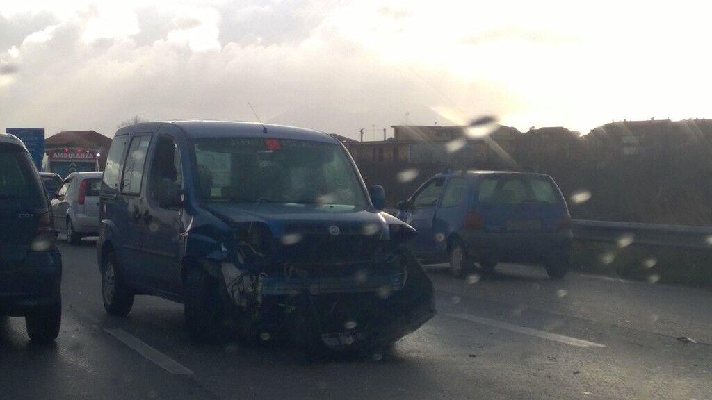 Incidente sull'asse mediano, traffico impazzito
