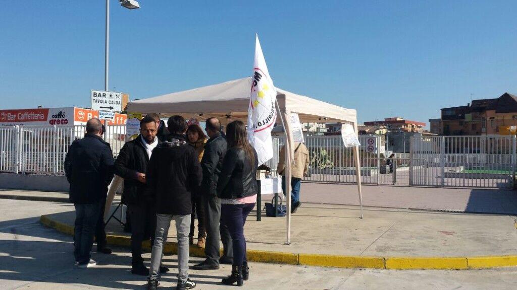 Gazebo contro Equitalia, la protesta dei 5 stelle fuori la sede di via Basile. Video