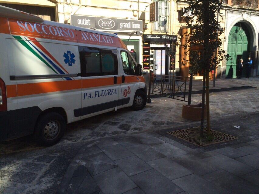 Ambulanza bloccata al Corso Campano, cancelli ostruiscono il passaggio