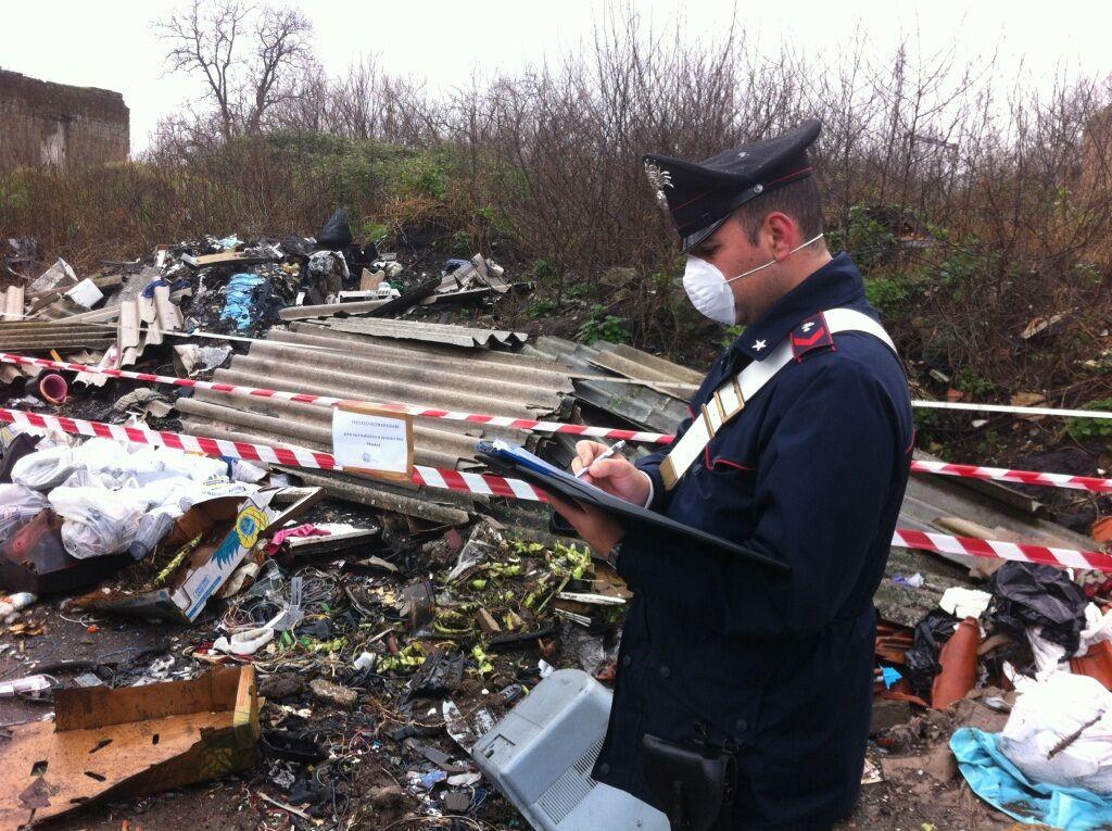 Varcaturo: Controlli dei Carabinieri  a tutela dell'ambiente, un arresto per incendio di rifiuti