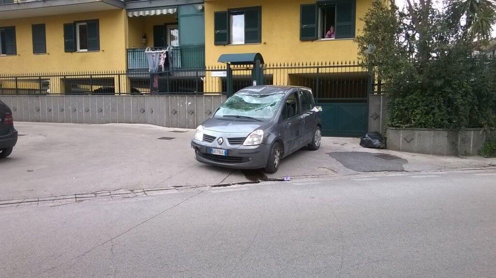 Auto si ribalta in via San Vito: ferita una ragazza